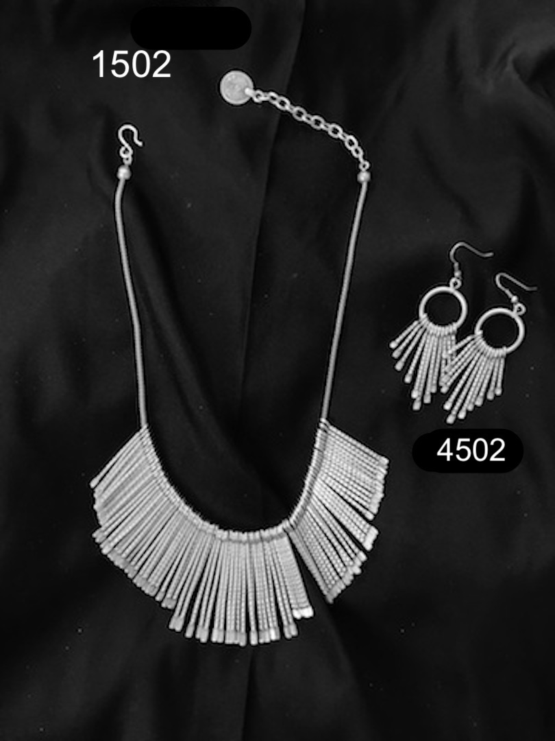EARRINGS 4502