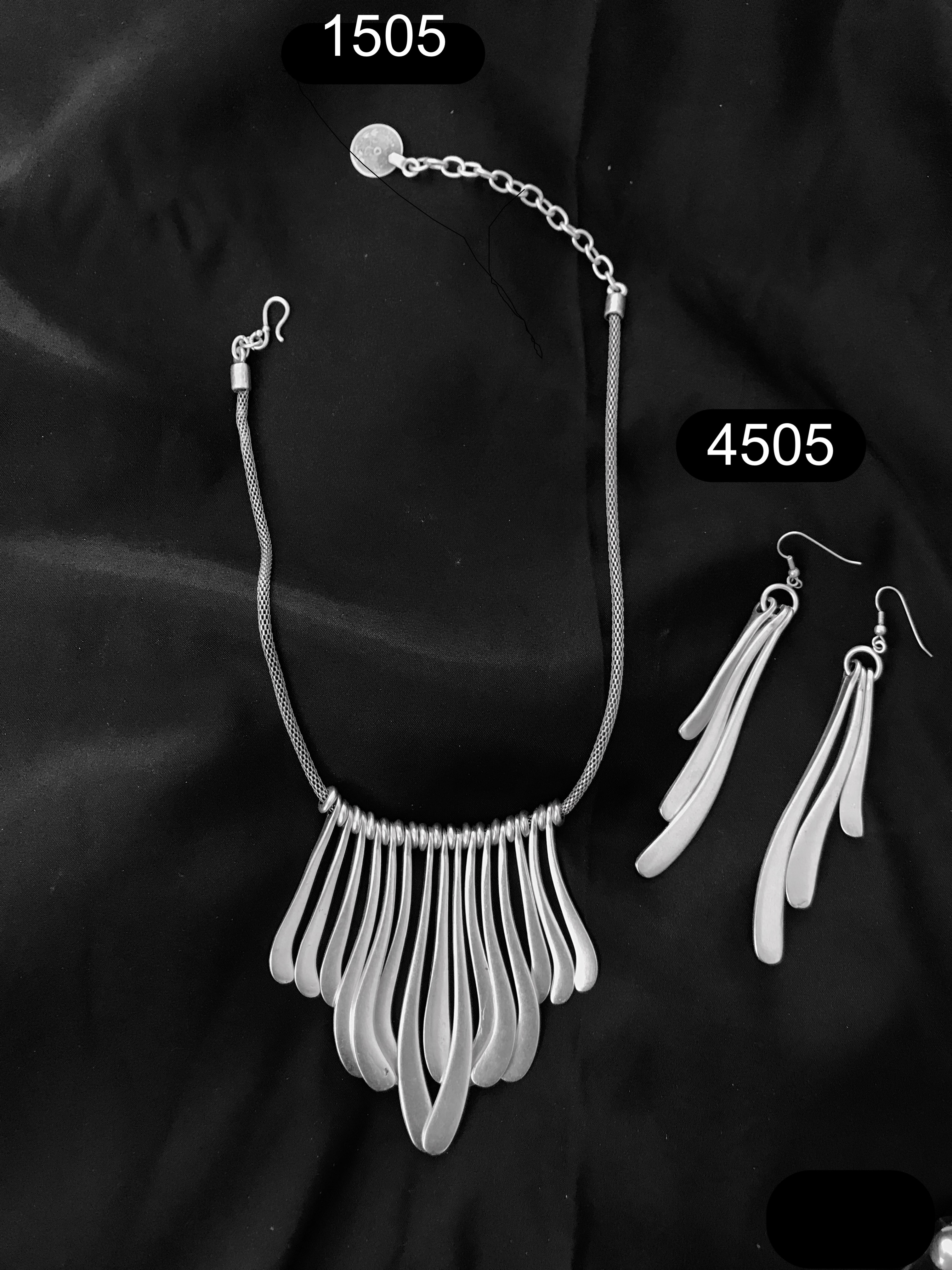 EARRINGS 4505