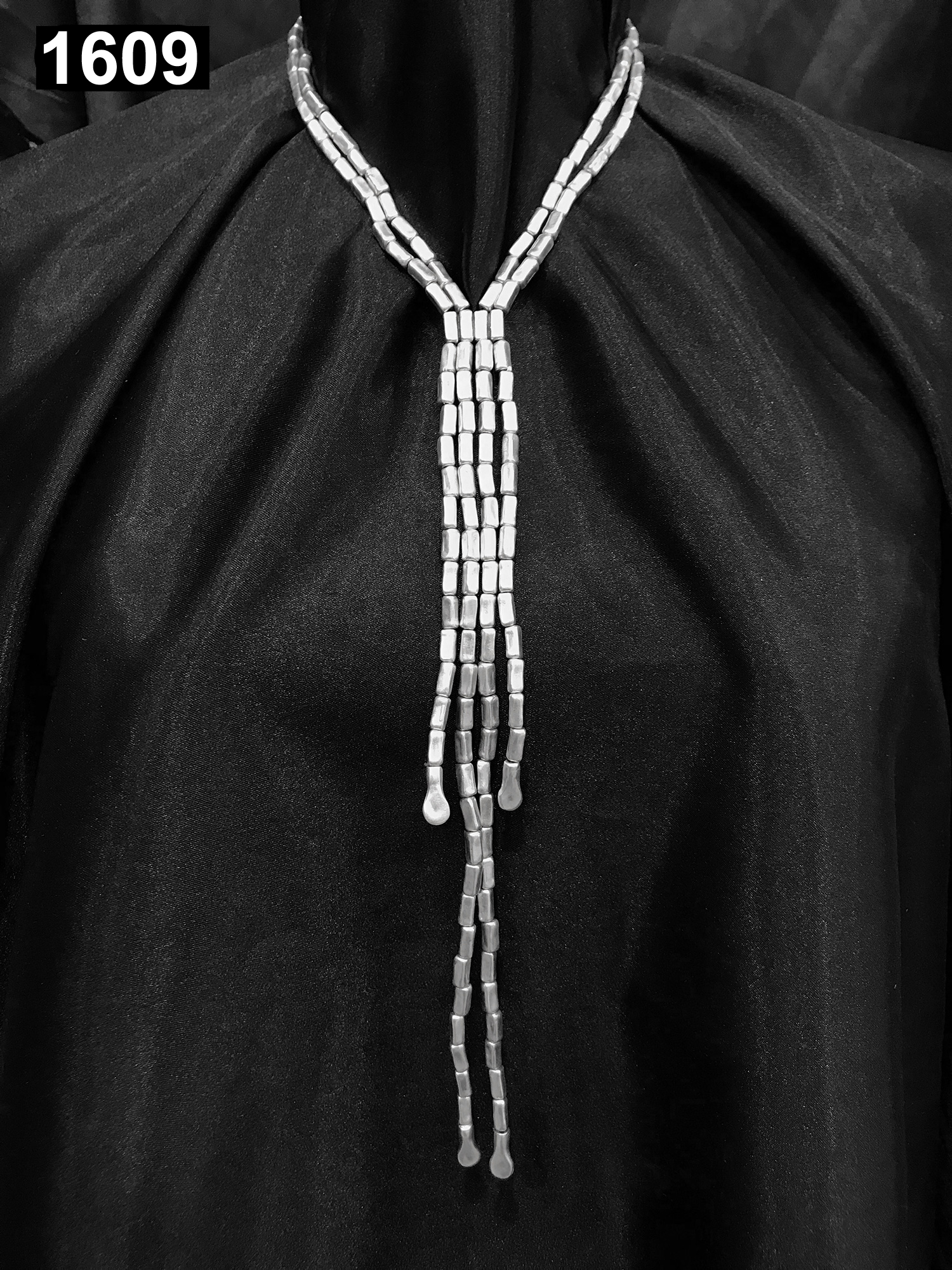 NECKLACE 1609
